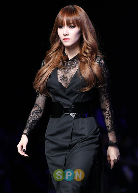 Snsd S Jessica Walks Her First Runway For Designer Lee Juyoung Sunnehh S Blogg Welcome